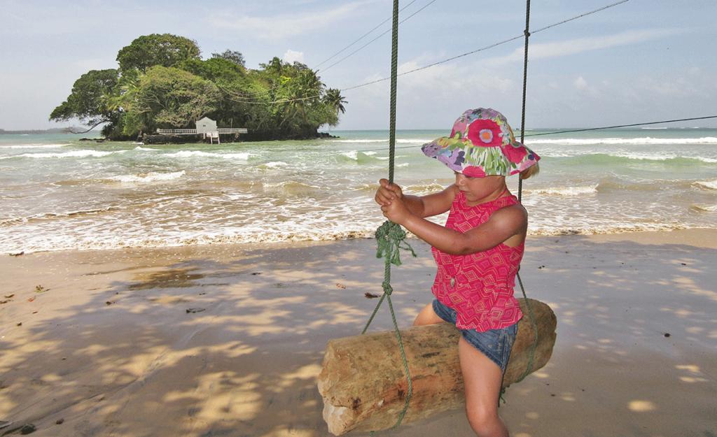 Inspirerend gezin: Yvonne, Peter, Vera (4) en Rosalie (2) backpacken door Sri Lanka