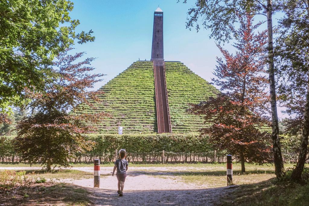 Er op uit in eigen land: de pyramide van Austerlitz met kinderen
