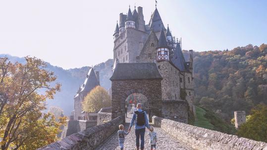 Burg Eltz met kinderen