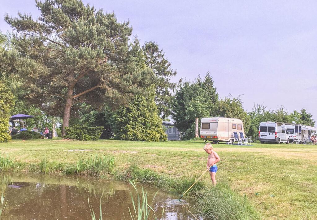 Op de camping: onze eerste kampeerervaring met de sleurhut