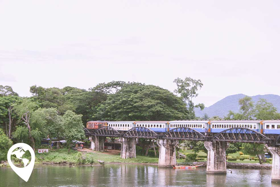 thailand-met-kind-bridge-over-river-kwai