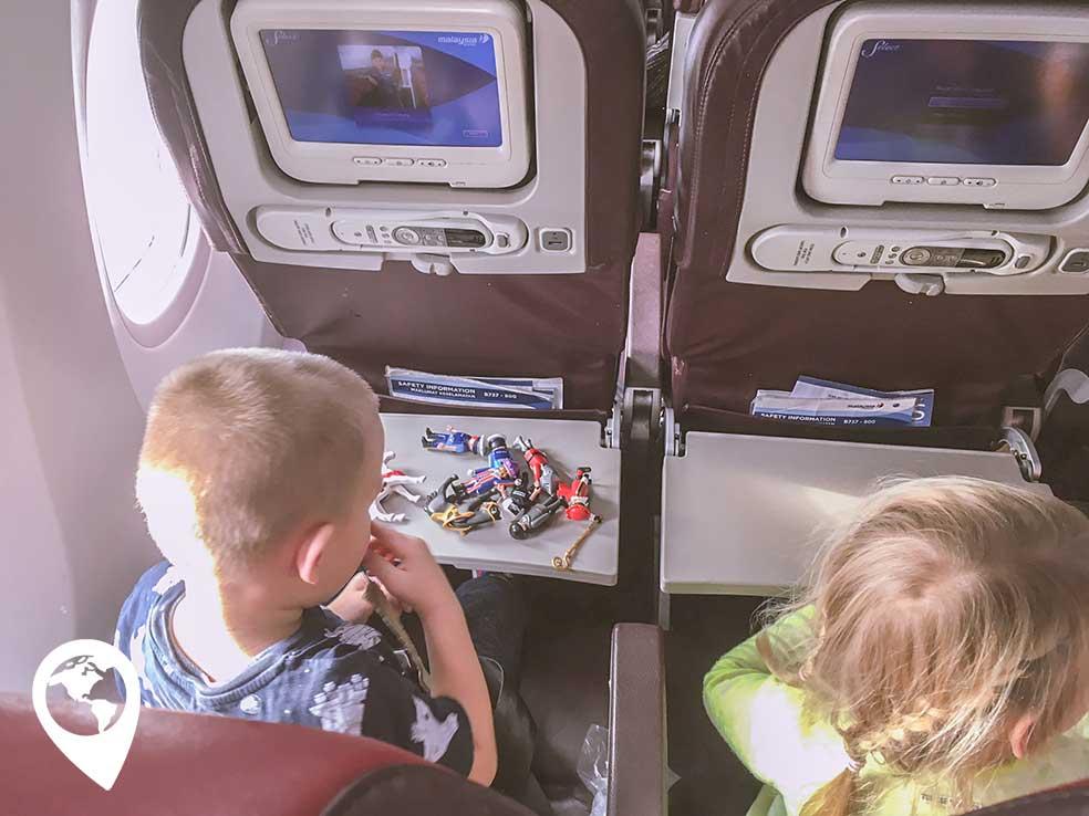 vliegen-met-peuter-kleuter-in-het-vliegtuig