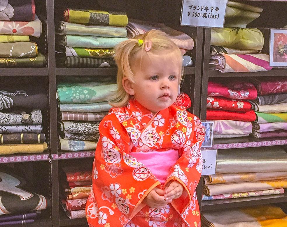 Rondreis Japan met kinderen - verkleden als Geisha