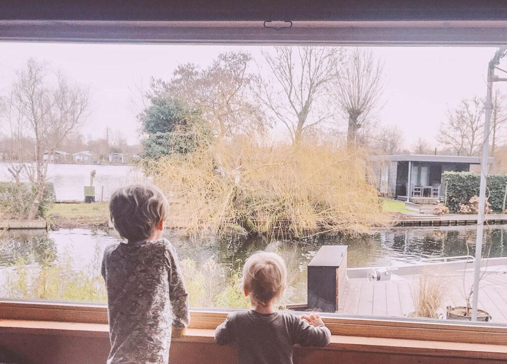 Kindvriendelijk hotspot: slapen aan het water in een Tiny house in Rotterdam