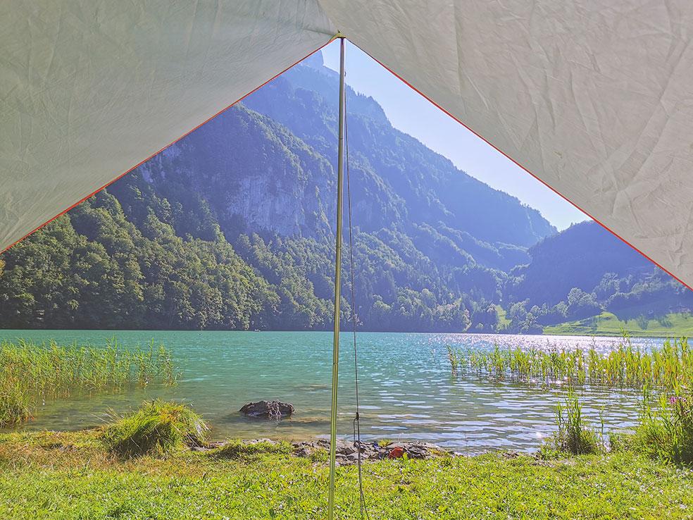 Uitzicht vanuit de tent op camping Seelisberg - kamperen in Zwitserland
