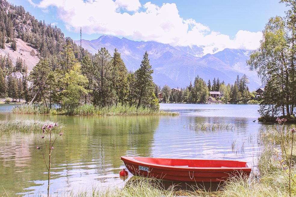Het meer van Champex ligt direct naast de camping - kamperen in Zwitserland